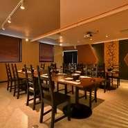 3階には40名までの大型宴会にも対応した和テーブル席を用意。人数に合わせてスペースを仕切ることも可能です。料理は、季節の味覚が存分に味わえるコースを予算に合わせて各種用意しています。