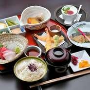 お造り五種・揚物・ご飯・お椀・香の物・デザート