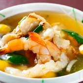 生姜の利いた上品な味わいと多彩な食材を楽しむ『揚げ小芋葛餡かけ』