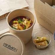 中国料理「王朝」で大人気の山椒が効いた四川風麻婆豆腐。ピリッとした辛さが夏にぴったりな本格中華をテイクアウトでお楽しみください。  内容:「王朝」麻婆豆腐、ライス、コーヒーまたは紅茶 時間:11:00~19:30