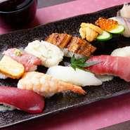 元々、本格的な寿司にあまりなじみがなく、アルバイト開始後に実際に食べて、衝撃を受けたのがこの盛り合わせだそう。様々なネタの彩と味は、目でも舌でも楽しめ、そこが自慢のポイントだとか。
