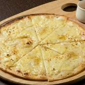 食べる直前にちょっとだけ足す蜂蜜が、味のポイント『チーズピザ』