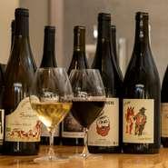 ワインは、ナチュールワインにこだわったラインナップ。スパークリンクワイン、赤ワイン、白ワインいずれもヨーロッパを中心に、世界各国から選りすぐりのワインが揃っています。
