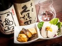 日本酒は香り引き立つうすはりグラスで提供。純米大吟醸・大吟醸にこだわっています。日本酒と味わいたいおつまみも各種用意。