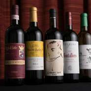 イタリア・トスカーナ地方のワインは、リストに乗せきれないほど用意。もちろん熊本産のワインも多数そろえています。ワイン以外にも、ジン・ジュース・クラフトビールに至るまで徹底的に地元産にこだわっています。