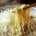 みそ味の〆にオススメ!旨味がしみ込んだスープと絡んで、シャキシャキの白髪ネギと一緒にお召し上がりください。