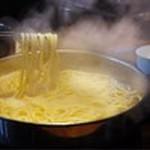 しょうゆ味の〆にオススメ!前田屋のちゃんぽん麺は一味違います。ふっくら甘みのある自慢のちゃんぽん麺です。