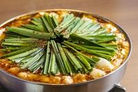 リピーター続出の辛もつ鍋!前田屋秘伝の辛味噌をベースに店主が厳選した数種類の唐辛子を使用。『辛味』『甘味』『旨味』のある前田屋でしか味わう事の出来ないクセになる一鍋です。