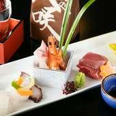 瀬戸内の旬肴や、まぐろなど魚市場直送の鮮魚が常時5~6種入る『お造り盛り合せ』