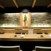 福岡の鮨デートにぜひ! 鮨を食べる楽しみが倍増する趣向と空間