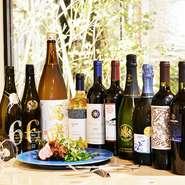 イタリアワインを中心に、イタリアのビールや日本酒、焼酎など、料理によく合うアルコール類が豊富に取り揃えられています。グラスワインも多彩です。コース料理には飲み放題メニューを追加することもできます。