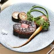 産地直送!漢方飼料を食べて育った宮城県栗原産「新生漢方和牛」のステーキは、ランプステーキとサーロインステーキから選択可能。旨みたっぷりの赤身肉はさっぱりとして食べごたえがあり、香りもいいと評判です。