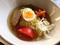キムチで辛さを調節、スープとコシのある麺との相性が良い