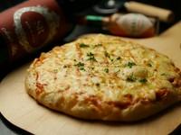 ふっくら食感の生地がおいしい『ベーコンたっぷりとろーりピザ』