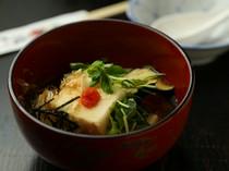 出汁の旨さが決め手。定番の『揚げ出し豆腐』