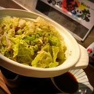 登米市でも初雪観測❄︎* 今朝は一段と寒い朝でしたね 当店では定番のもつ鍋の他にも牡蠣鍋やミルフィーユ鍋もご用意しております