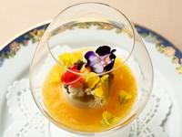 ほおずきのソース、オレンジの香り 北海道産ムラサキウニとキャビア添え