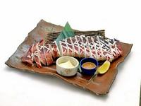 880/1089円 ユッケ風にたたいた北海の恵みを香りのよい海苔で巻いて味わう逸品。シャリを追加で手巻き寿司としてもお楽しみ頂けます。