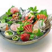 新鮮な北海道産の魚介を贅沢に盛り付けた『海鮮丼スペシャル(ランチメニュー)』