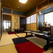個室は4室。完全個室が1室と、ふすまで仕切られる半個室3室(開け放てば20名様まで利用可能)です。40名から貸切も可能。大切な家族の法要、会食、その他宴会、接待など多彩なシーンで利用できます。