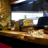 【宴庭】の名を象徴する桜の壁紙や食器で料理をもっとおいしく