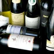 近年「ワインで乾杯」をコンセプトにワイナリーが増えつつある上山市。その地元産のワインと、ブルゴーニュを中心とした世界のワインが揃っています。日本酒も地酒を中心に常時50種類以上用意されています。