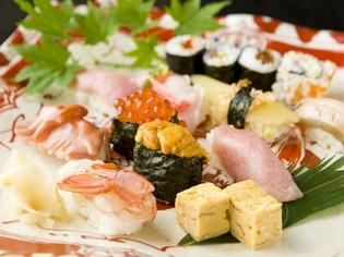 北海道から沖縄まで全国の旬の魚を複数店から仕入れ