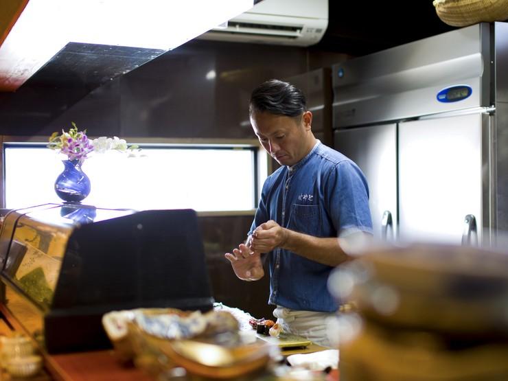 100%料理を堪能し喜んでいただくためには、よい接客が不可欠