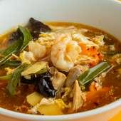 多彩な具×旨いスープが元気をくれる! 『サンラータン麺』