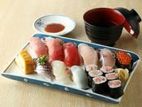 三崎の魅力的な魚介をふんだんに使用した『おまかせすし』