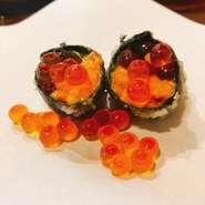 季節の前菜から始まり、活車海老と旬の魚を使った天ぷらや小鉢、デザートまで楽しめる自慢のコース。天ぷらの衣に包まれた旬魚の旨みや、ひと手間加えた料理で季節の味を満喫できます。