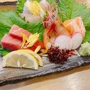 天ぷらとお寿司のコースです。 前菜、焼き物、天ぷら、変わり小鉢 お寿司の入ったコースです。 ※前日までの要予約でお願い致します。