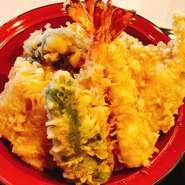 当店自慢の天ぷら盛り、お寿司、茶碗蒸し 小鉢、椀もの、デザートの付いたセットです。 ぐりブークーポンご利用でさらにお得です。 ¥2000→¥1500でお召し上がり頂けます。