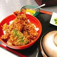 海老2本、本日の魚介 野菜4種 お漬物、赤だし