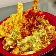 海老2本、旬魚2種、ステーキしいたけ 旬菜2種 海老のかき揚げ 卵天ぷら、茶碗蒸し、お漬物 赤だし、本日のシャーベット