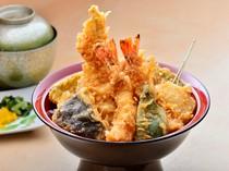 継ぎ足しのタレで味わう、ボリュームのある『天丼』