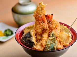 昼の定食と宅配弁当で味わえる、タレが自慢の『天丼』