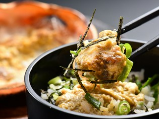 軽く炙ることで、蟹の味わいが深まる『越前がに 炙り蟹みそ丼』
