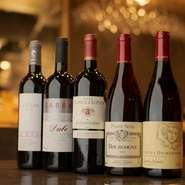 ジャンルにこだわらない料理が魅力の【しほがま】は、お酒も同様、日本酒からワインまで多彩な種類が並びます。割烹料理にワインを合わせてみてはいかが。互いの魅力を引き立てて、さらなる美味しさを楽しめます。
