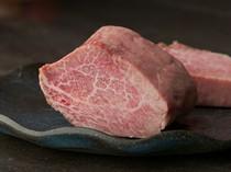 上質な肉は料理人が吟味。和牛を中心にときには能登牛も