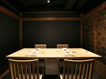 贅沢なひとときを満喫できる、落ち着いた雰囲気の個室