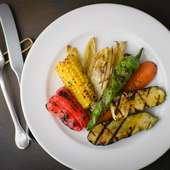 旬の素材の魅力をストレートに引き出した『野菜の炭火焼』