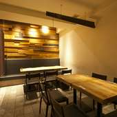 4~8名様対応の個室に加え、テーブル席もプライベート感が高い