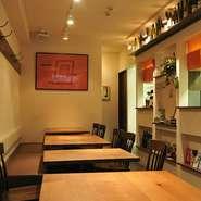 フランスの串焼料理(ブロシェット)をモデルにした串焼きをメインにしたお店です。お肉やシーフードに野菜や果物そしてドライフルーツなどで合わせた串料理は ワインとの相性も抜群です。