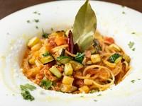 野菜がいっぱい。ヘルシーな『TORETATE名物!「オルトナーラ」スープスパゲッティ』