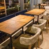 テーブル 2名様 × 4