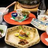 京都出身の若女将や常連客との会話も弾む落ち着いた空間