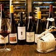 ホテルのシェフソムリエが厳選した高品質な日本ワインや世界のワインを、リーズナブルな価格で楽しめます。グラスワインが豊富に揃うのも魅力。迷ったときにはスタッフに相談して、至高のペアリングを楽しんで。