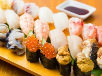 新鮮な海の幸を楽しめる、旨みがつまった鮮魚の握り盛り合わせ『すし盛り合わせ』