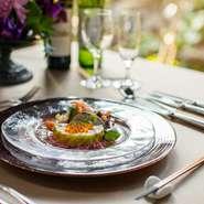 昼・夜のパーティープランとして『フルコース』と『ビュッフェスタイル』を用意。定番から季節のメニューまで、旬を盛り込んだ料理がテーブルを彩ります。各種宴会、イベントなど様々なパーティーシーンに◎。